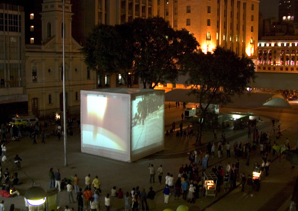 The project Cubo at Patriarca Square, in its first presentation weekend (2005)