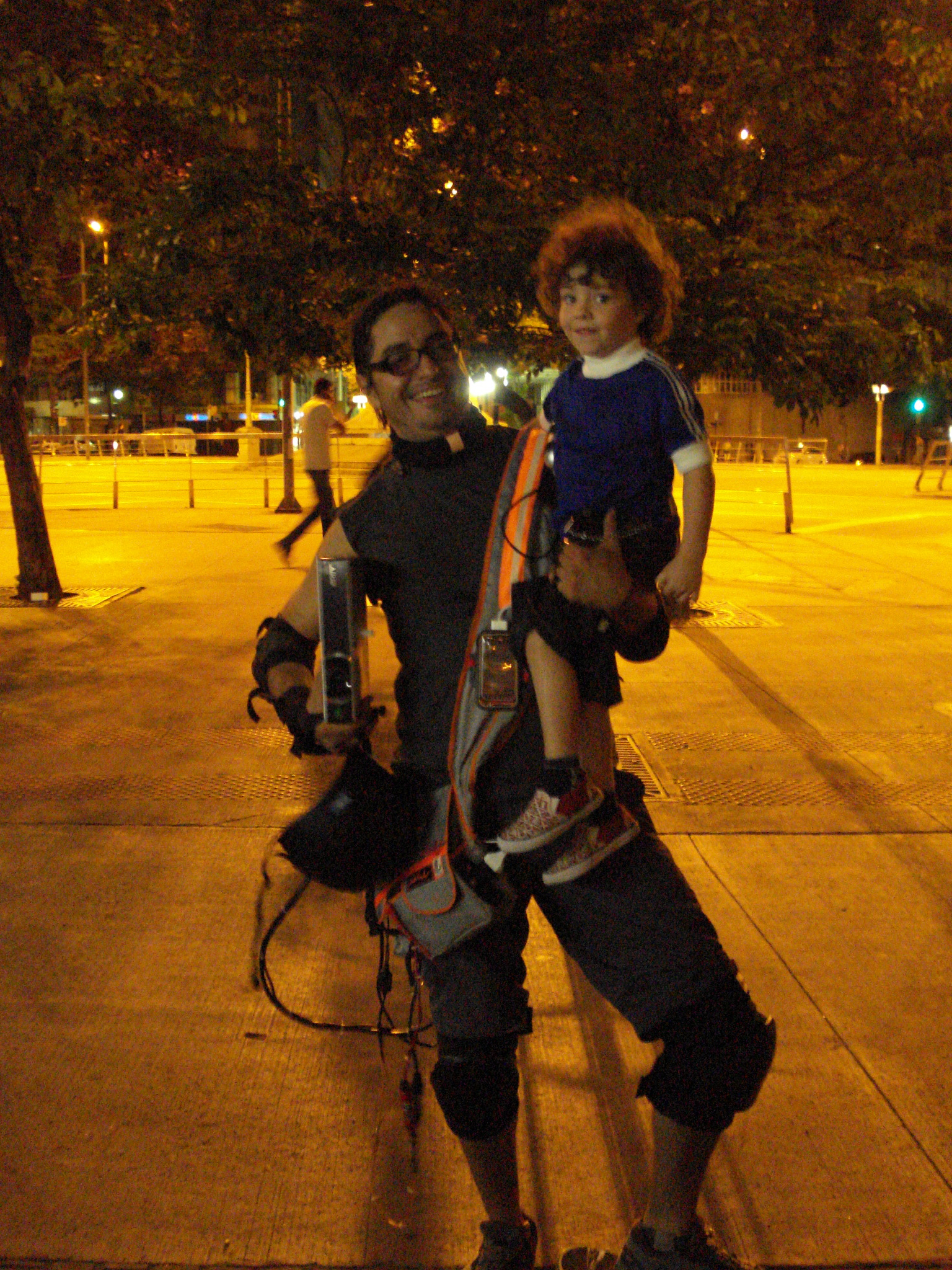 Videoman Fernando Llanos acclaimed in downtown Belo Horizonte (pictured with Rocco)